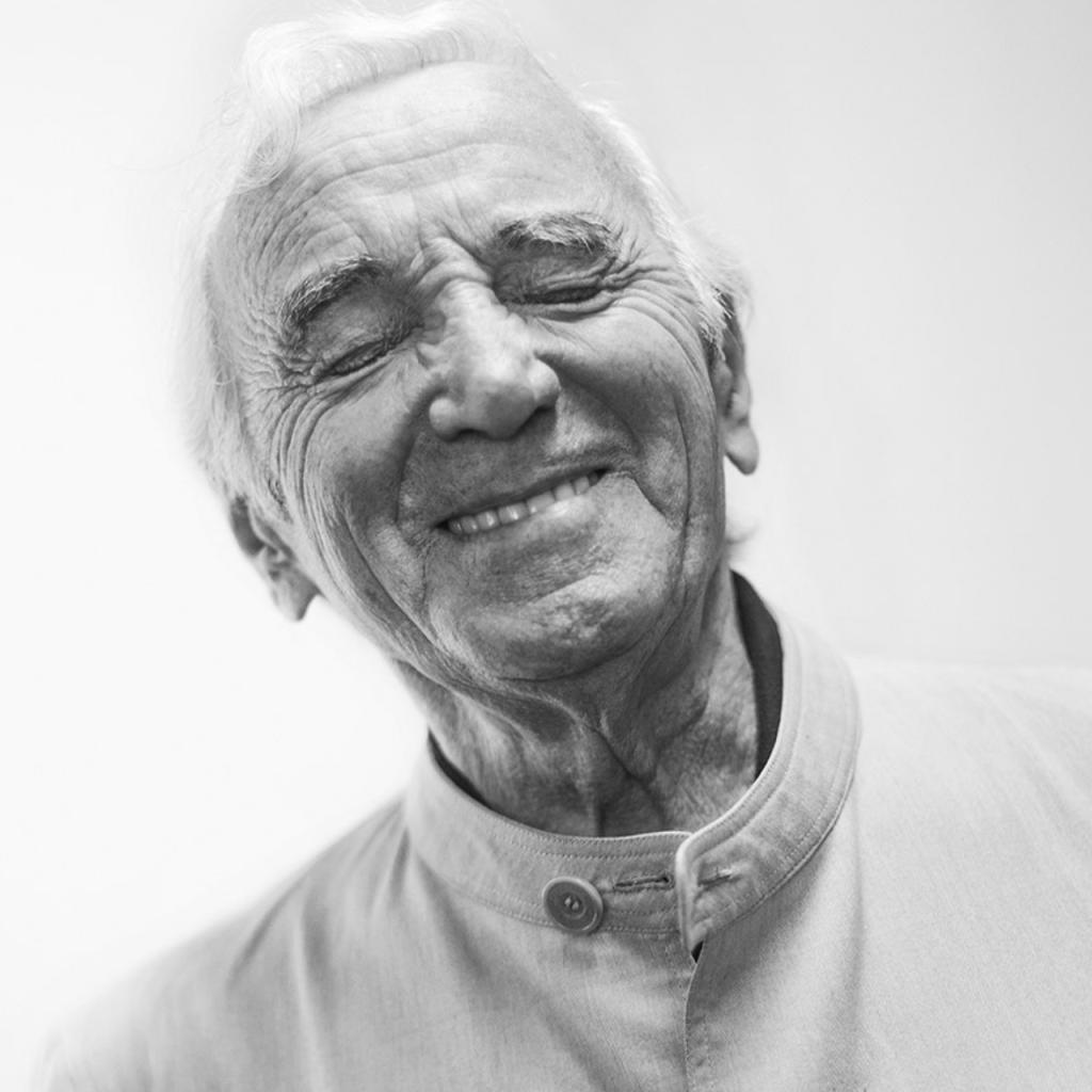 Charles Aznavour © Gilles Vidal / Hans Lucas - photo recadrée par l'auteur